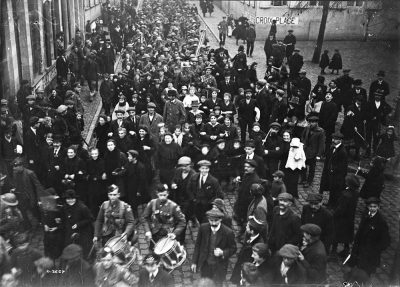 Canadian troops arriving in Mons on Armistice Day, 11 Nov. 1918